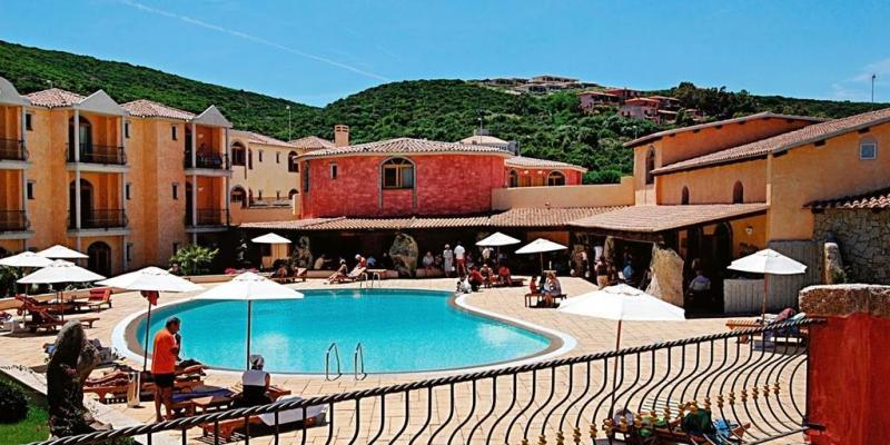Club Esse Posada Beach Resort 4*