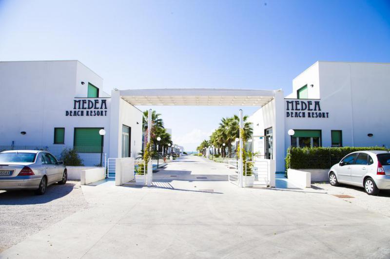 Medea Beach Resort 4*