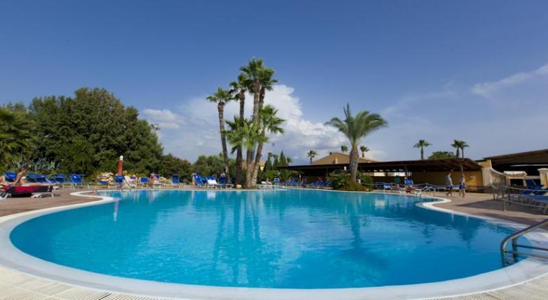 Settimana a Delfino Beach Hotel da 7 Maggio a 4 Giugno