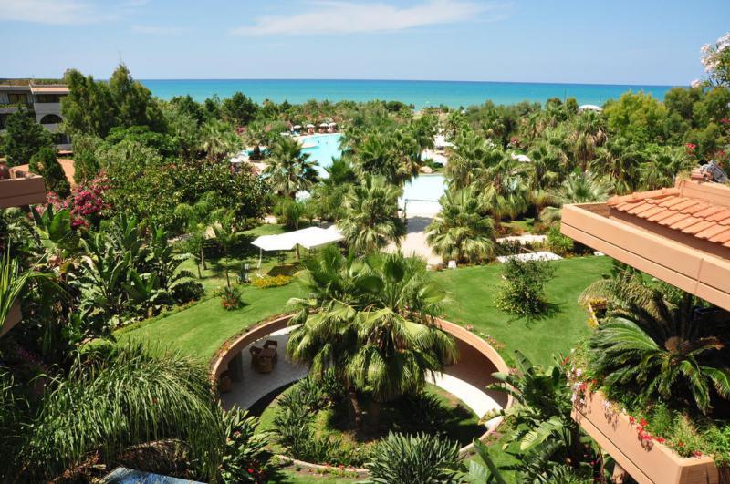 Acacia Resort 4*