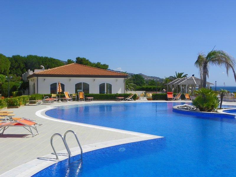 Estella Hotel 4*
