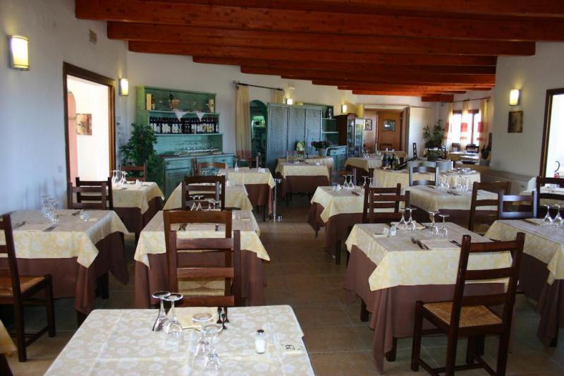 Hotel Li Graniti 4*