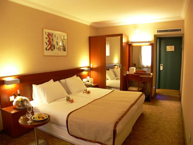 Ponte 1 Maggio a Istanbul - Hotel Feronya****
